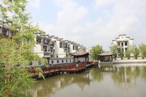 大家对碧龙潭温泉小镇以及玉兔岛国际旅游度假区的评