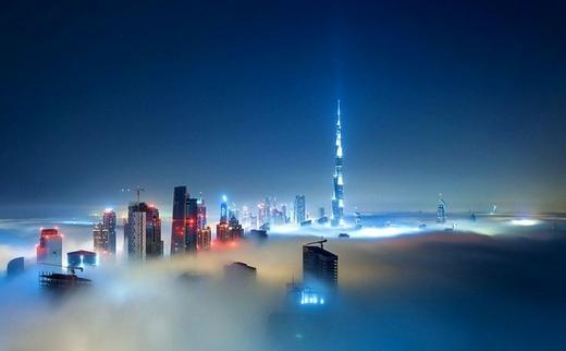 """甚至连世界最高建筑迪拜公主塔也""""隐身""""在云雾中"""