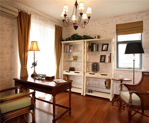 深红木地板烘托书房大气沉稳的整体感觉